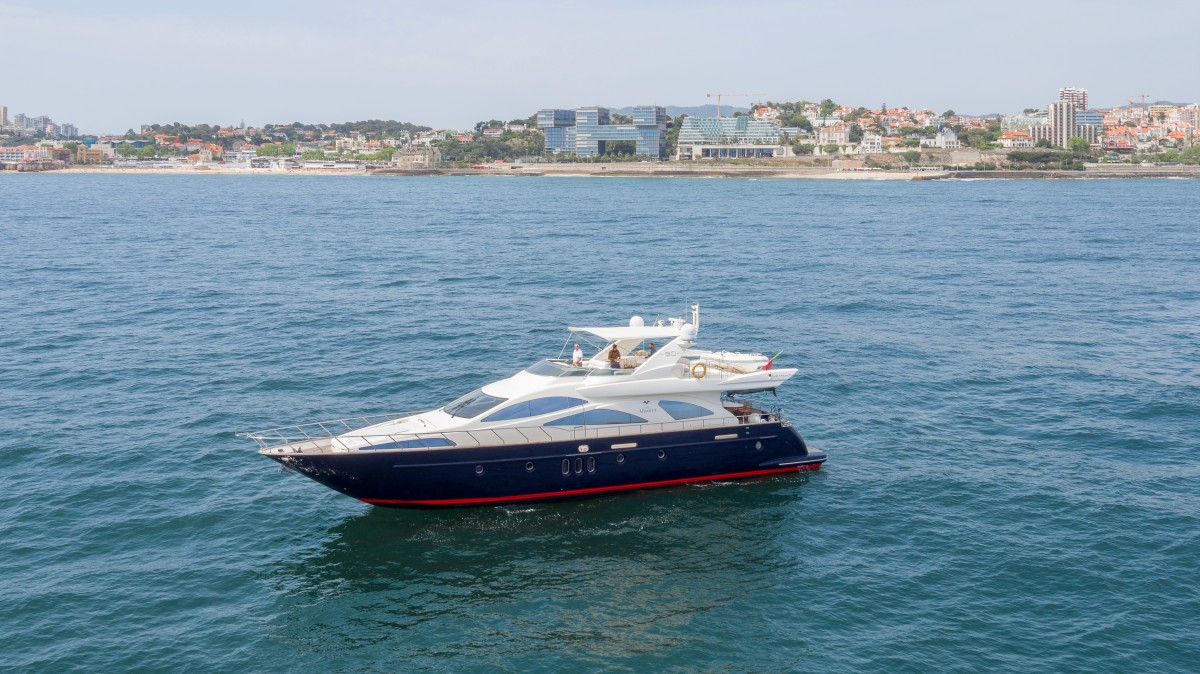 vilamoura-private-charter-Azimute-80-feet